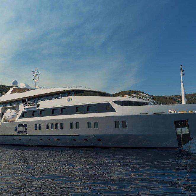 SERENITY-yacht--1